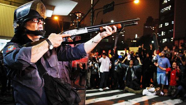 brasil-protesto-onibus-passe-livre-20130613-08-size-598